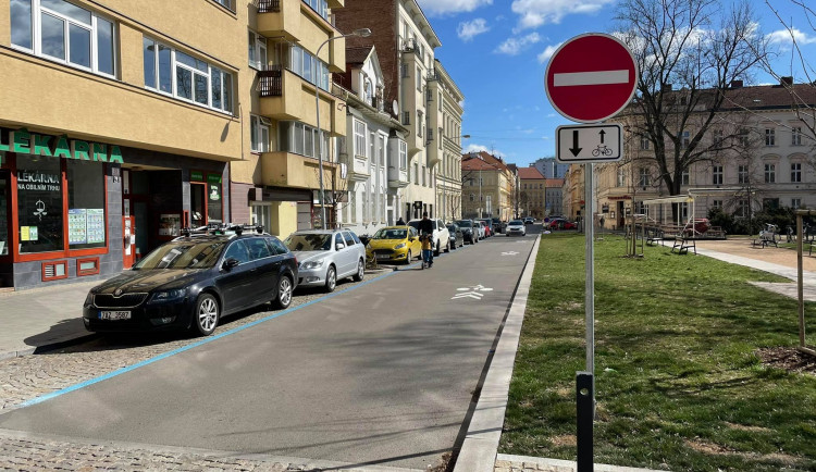 Cyklisté projedou Gorkého ulici také v protisměru