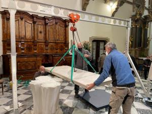 Petrov bude mít nový oltář, stávající demontovali a pošlou do Říma