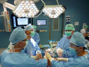 Fakultní nemocnice u svaté Anny se pozvolna vrací k plánovaným operacím