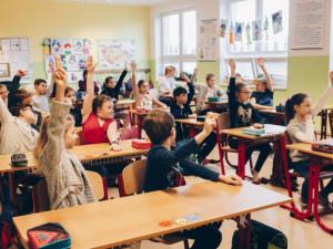 ZŠ Svážná v Brně nachystala testovací sady, dnes přivítá přes 200 žáků
