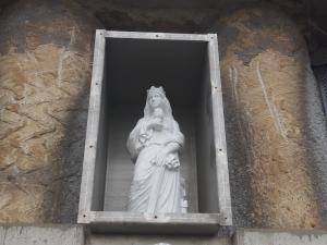 Na stavbu tramvajového tunelu ke kampusu dohlíží svatá Barbora, která chrání dělníky