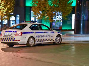 Skupinka čtyř hochů v centru Brna bezdůvodně zmlátila dva mladíky
