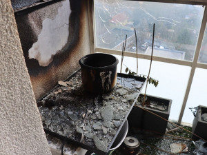 Cizinci vybouchl byt při vaření konopí, měl v něm i vybavenou pěstírnu