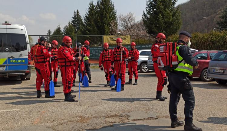 Po ztraceném Tomášovi (15) z Brna pátrají ve Svratce hasiči i policisté