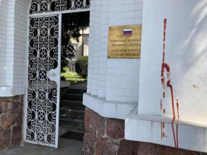 V Brně někdo postříkal kečupem ruský konzulát