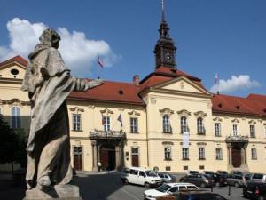 Brno plánuje odpustit podnikatelům polovinu nájemného