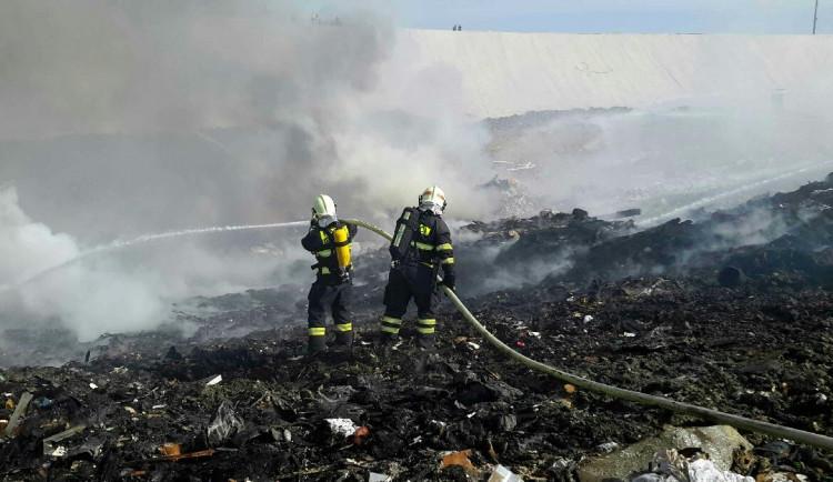 V Bratčicích na Brněnsku hořela skládka komunálního odpadu