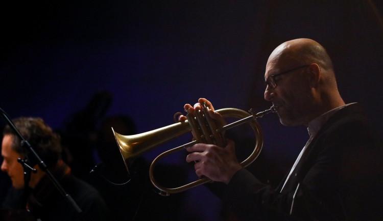 Ondřej Pivec, Robert Balzar sDanem Bártou nebo Cotatcha Orchestra sLenkou Dusilovou. JazzFestBrno míří na obrazovky