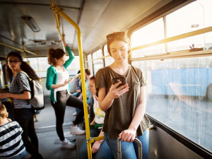 Jak se dopravuje generace Z a co před cestou řeší? Její zástupci odpovídali v dotazníku