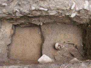 Unikátní objev. Archeologové našli na Brněnsku historickou kapli s lidskými ostatky