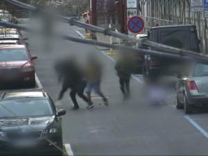 Férovka čtyři na jednoho, v centru Brna drsně zkopali výrostci mladíka