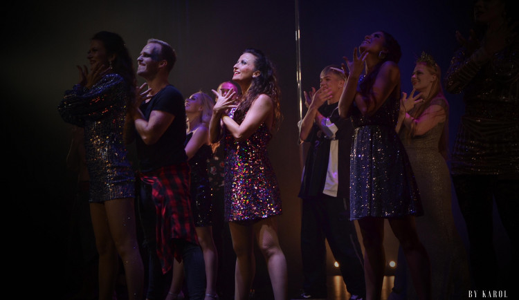 Unikátní brněnský Cabaret des Péches je už rok bez diváků. Nyní sbírá podporu na Hithit