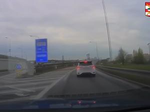 Zvuk auta v tunelu pěkně rezonuje, vysvětlil řidič, který svištěl 167 km/h