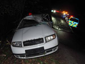 Tragická nehoda na Brněnsku. Mladý řidič nepřežil náraz do stromu