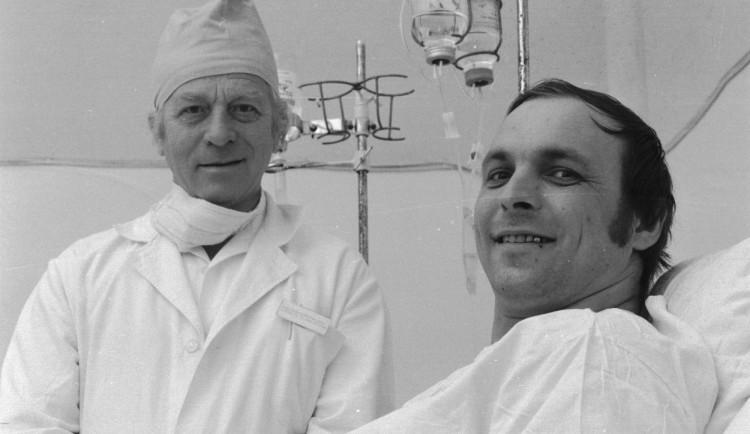 Zemřel chirurg Kořístek, provedl první transplantaci jater v Československu