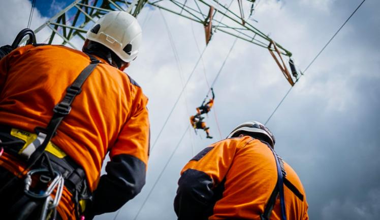 Hasiči nacvičovali zásah na elektrickém vedení u Ostrovačic