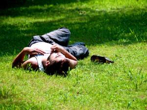 Pět promile a gatě u kolen, opilý Brňan zvládl jen ležet