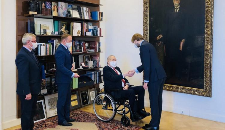 Prezident Zeman na Pražském hradě jmenoval Adama Vojtěcha staronovým ministrem zdravotnictví