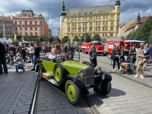 V centru zaparkovaly vojenské speciály nebo legendární tatrovky