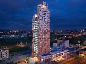 Nejvyšší mrakodrap v Česku slaví deset let a čeká jej proměna