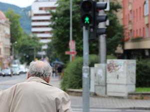 Senior v práci kvůli věku nedostal odměnu, zastal se ho ombudsman
