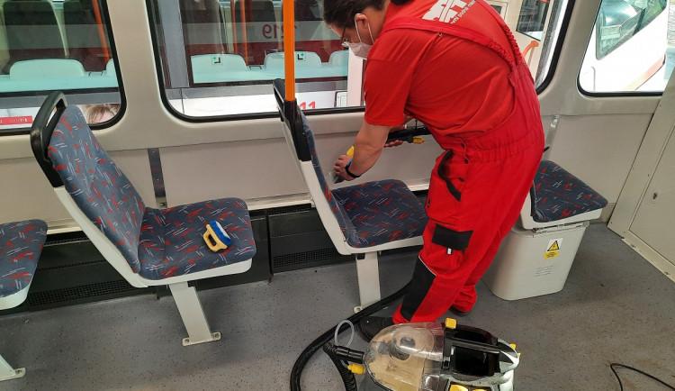Brněnský dopravní podnik se chystá na léto, čistí se sedačky i klimatizace