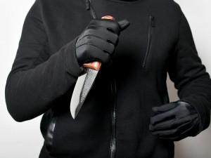 Cizinec, který v Brně pořezal krajana do krku, je obviněný z pokusu o vraždu