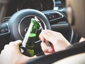 Zlobí mě spojka a vypil jsem pivo, hlásil řidič v Brně, když nabořil garáž