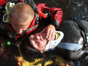 V Brněnské přehradě se topil muž, který neuměl plavat, ale jezdil na paddleboardu