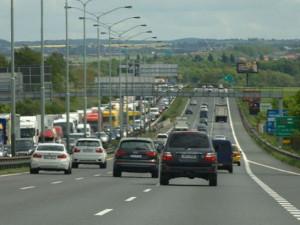 Požár kamionu na dálnici D1 zkomplikoval dopravu, tvoří se kolony