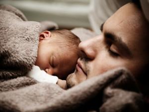 Otcové změnili v době koronavirových opatření názor na mateřskou dovolenou