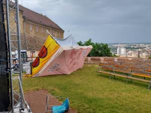 Silné bouřky v Brně poničily letní kino, na Vyškovsku zatopily domy