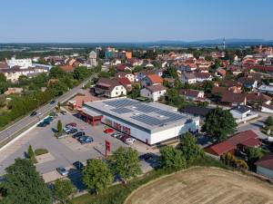 Poptávka po fotovoltaice stále roste. E.ON instaluje solární panely na prodejny Penny Market po celém Česku