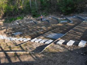 Přírodní amfiteátr na Lesné se dočkal proměny