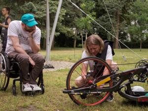 Po pádu se Zdenkovi změnil život, nový handbike mu zajistí únik od reality