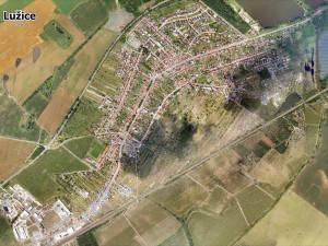 Hasičům v oblasti zasažené tornádem pomohlo mapování dronů a letounů