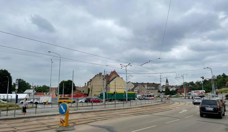 Stavba velkého okruhu na Tomkově náměstí přinese první dopravní omezení