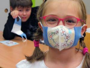 Brno pošle peníze školám, jež se v nouzovém stavu staraly o děti lékařů či policistů