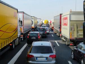Na dálnici D1 u Brna havarovalo sedm vozidel, tvoří se kolony