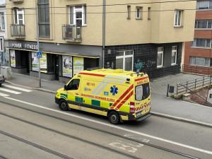 Tragédie v Brně: Žena zemřela po pádu z okna