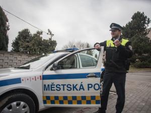 Opilý muž v Brně nestačil v potyčce na strážníka