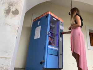 Místo cigaret vydává automat v Brně umělecká díla