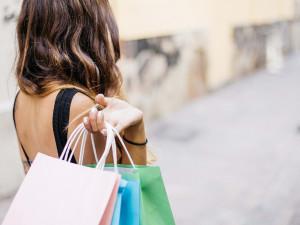 Zákaz svátečního prodeje se netýká výdejen e-shopů, rozhodl správní soud