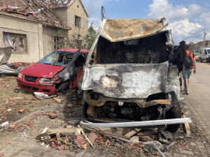 Škody po tornádu mohou vyšplhat na 15 miliard. Zasažené obce nyní tíží odpad