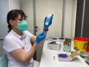 Brno začalo očkovat lidi bez domova