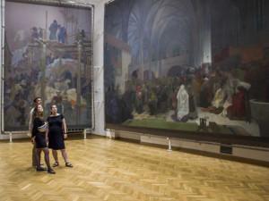 V Moravském Krumlově začala výstava Slovanské epopeje