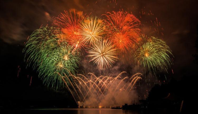 Brňany čeká dronová show, doprovodí první srpnový ohňostroj