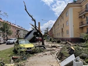 Tornádo v Hodoníně způsobilo městu škody za sto milionů, nejvíc na škole a hale