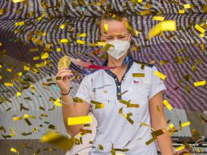 Vítej zlatá Báro. Olympijské vítězce Krejčíkové gratulovaly v Brně stovky fanoušků