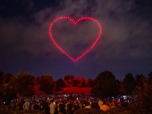 Na premiérovou dronovou show přišlo v Brně až pět tisíc lidí